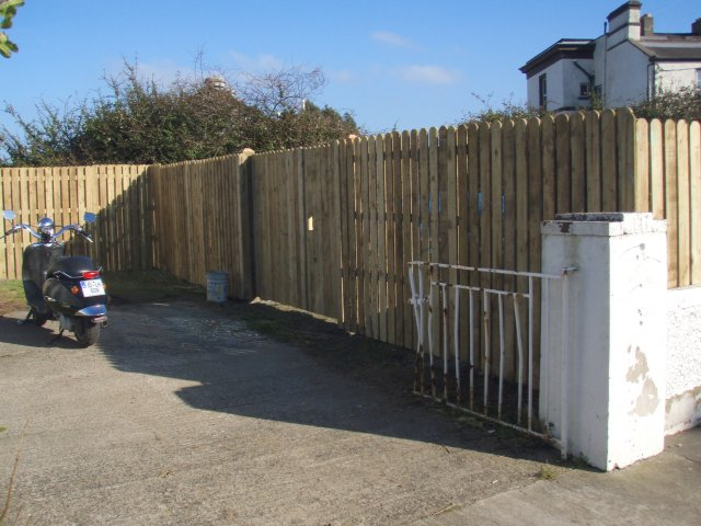Round Top Closed Picket Double Gates – Blackrock