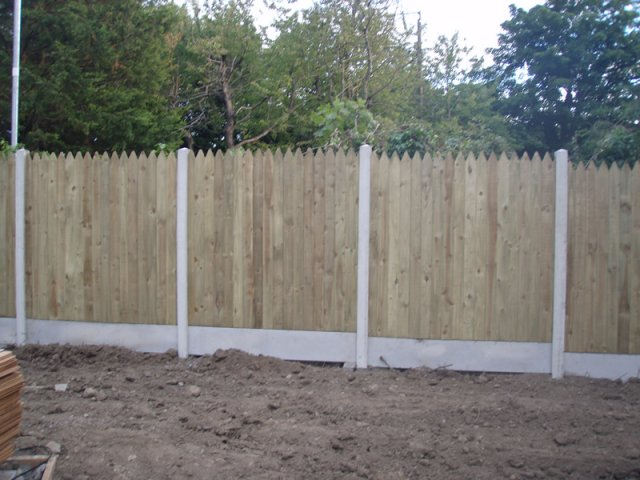 Pointed Top Closed Picket on Concrete Posts and with Gravel Boards